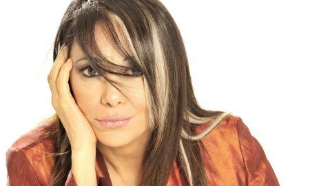 Contratar a Adriana Varela