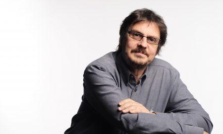 Contratar a Felipe Pigna