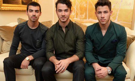 Contratar a Jonas Brothers