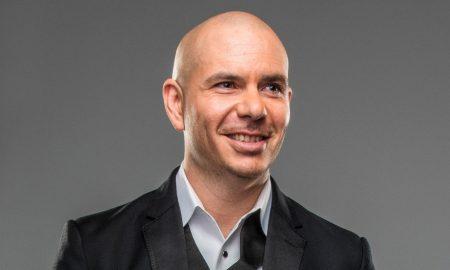 Contratar a Pitbull