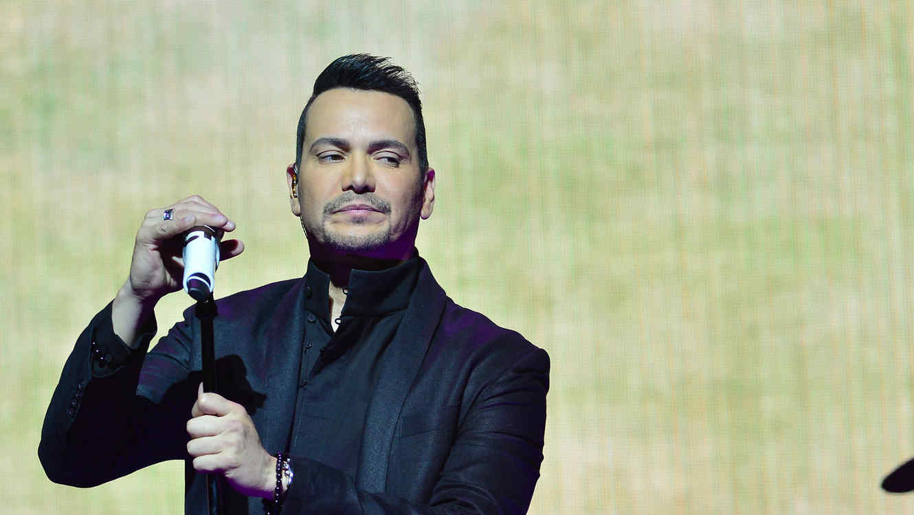 Contratar a Victor Manuelle